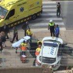Pánico en Barcelona: Un hombre dispara a dos policías con un kalashnikov