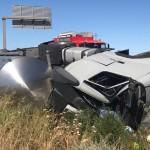Un muerto y dos heridos en una colisión entre una grúa, un camión y un coche en Alcarràs