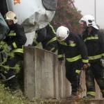 Un camionero permanece cinco horas atrapado, esperando ser rescatado en un accidente en Luque