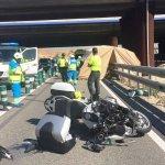 Mueren dos motoristas al chocar contra un camión en la A-363