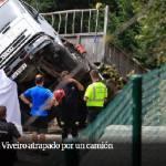 Muere un camionero de 23 años atrapado por su camión cuando manejaba la pluma en Viveiro