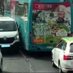 Tensión furgoneta y autobús; Quién es culpable? – Vídeo