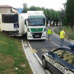 18.000 euros a un camionero búlgaro ebrio, contradirección, que enganchó mal la quinta rueda