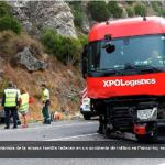 El conductor del camión alertó al turismo de la invasión del carril – Vídeo