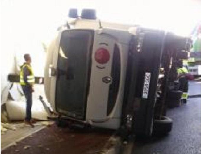 Nuevo accidente de un camión al chocar contra un túnel en Marratxí