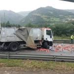 Dos camiones colisionan a la altura de Casas del Puente, en Salas