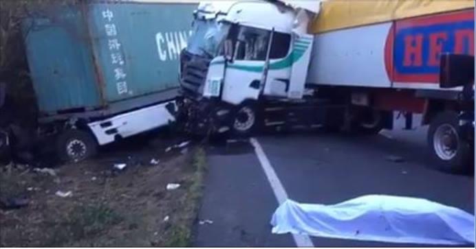 Un accidente entre dos camiones se salda con un fallecido y un herido en Ourense