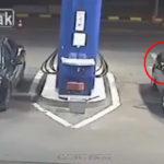 Se niega a apagar el cigarrillo en una gasolinera: Empleado resuelve el problema de manera radical