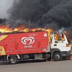 En llamas un camión de helados junto a la Ciudad de los Niños de Jerez