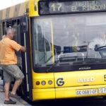Roba 40 euros de un autobús tras forcejear con el conductor en La Paterna