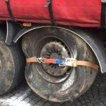 Herido grave un camionero al reventar una rueda y colisionar en la GC-1