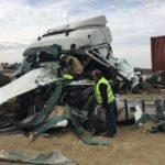 Brutal colisión de 2 camiones en la NII se salda con un herido grave y otro leve
