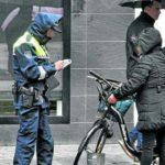 500 € de multa por ir en bici en sentido contrario en Vitoria