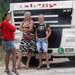 El camionero, la mujer, las putas y el loro