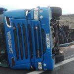 ¿Vuelca el primer camión de más de 31 metros en España en su estreno?