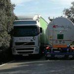 Miles de camiones ponen en riesgo la circulación en una carretera tercermundista de Jaén