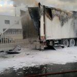 Un incendio calcina un camión con pulpo congelado en el puerto de Algeciras