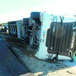 Un herido por el vuelco de un camión en la A-32, en Linares