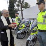 Denuncian la bendición con agua bendita de las nuevas motos de la Guardia Civil