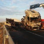 Detenido por homicidio por imprudencia el conductor del camión accidentado en la AP-2 que causó un choque mortal