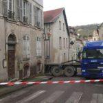 Un camión atascado, paraliza el pueblo de Vétheuil un día entero