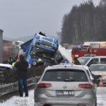 Caos!! 24 camiones y 9 coches involucrados en un accidente con 10 heridos en la República Checa