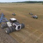 Vídeo: Impresionante tractor con 525 caballos trabaja 21 surcos profundos con suma facilidad