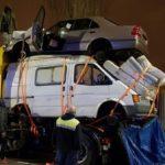 Denuncian un camión cargado con una furgoneta, un coche y 4 colchones