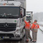Los camiones atrapados en Francia, sin comida, bebida caliente, ni aseos