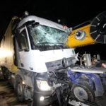 Muere un conductor de DHL, al estrellarse contra el brazo de una grúa