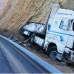 Muere un camionero al salirse de la vía y chocar contra un talud en la A-2 entre Alhama y Cetina