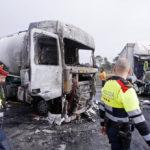 Dos camioneros graves tras la brutal colisión de 2 camiones en la N-II, en Sils