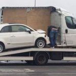Corta una furgoneta, para aprovechar el viaje y meter un Fiat 500