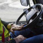 Un empresario descuenta 20€ al conductor por lavar el volante