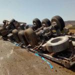 Un camionero drogado al hospital tras  volcar y salirse de la vía en Feitero