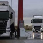 """Más impuestos sobre los carburantes y una """"viñeta"""" para financiar las carreteras"""