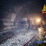 Infierno en el túnel: tres camiones carbonizados con dos conductores heridos graves