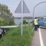 Choca contra un poste y le cae encima a un coche radar camuflado de la DGT en Campoo