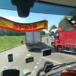Doscientos euros de multa por llevar adhesivos y cortinillas no autorizados