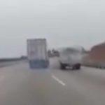 El terrible descenso de un camión sin frenos, acaba en una zona de frenada de emergencia