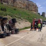 Fallece un camionero de 46 años al volcar el camión que conducía en Rello