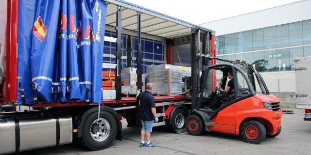 Autonomos cargando camion