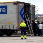 Localizan en un camión en Miranda a cinco albaneses que viajaban como polizones