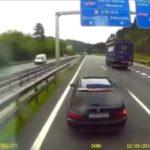 Incidente entre un coche y un camión por un adelantamiento en el corredor del Txorierri