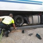 Que gratificante es salvar una vida!! La guardia Civil salva la vida a un mecánico que quedó atrapado bajo un camión