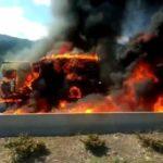 Muere un camionero al incendiarse el vehículo en un choque entre tres camiones en la CV-10 por Borriol