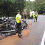 Mueren tres miembros de un taller mecánico al chocar contra un camión en San Tirso de Abres