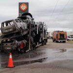 Sofocan el incendio de un camión en el interior de una gasolinera en Sarracín
