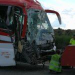 12 heridos, 3 graves en un choque entre un autobús y un camión en la A-5 a la altura de Trujillo