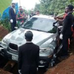 ¿Un hijo enterrando a su padre dentro de un BMW de 75.000€?